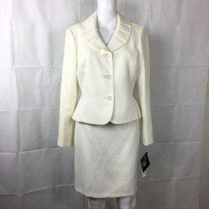 Kasper White Skirt Suit Sz 8P  NWT